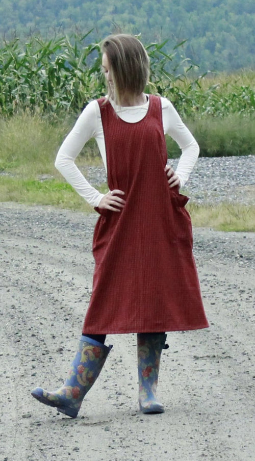 XS-5X No Ties Crossback Apron in Red 100% Cotton Homespun, front view