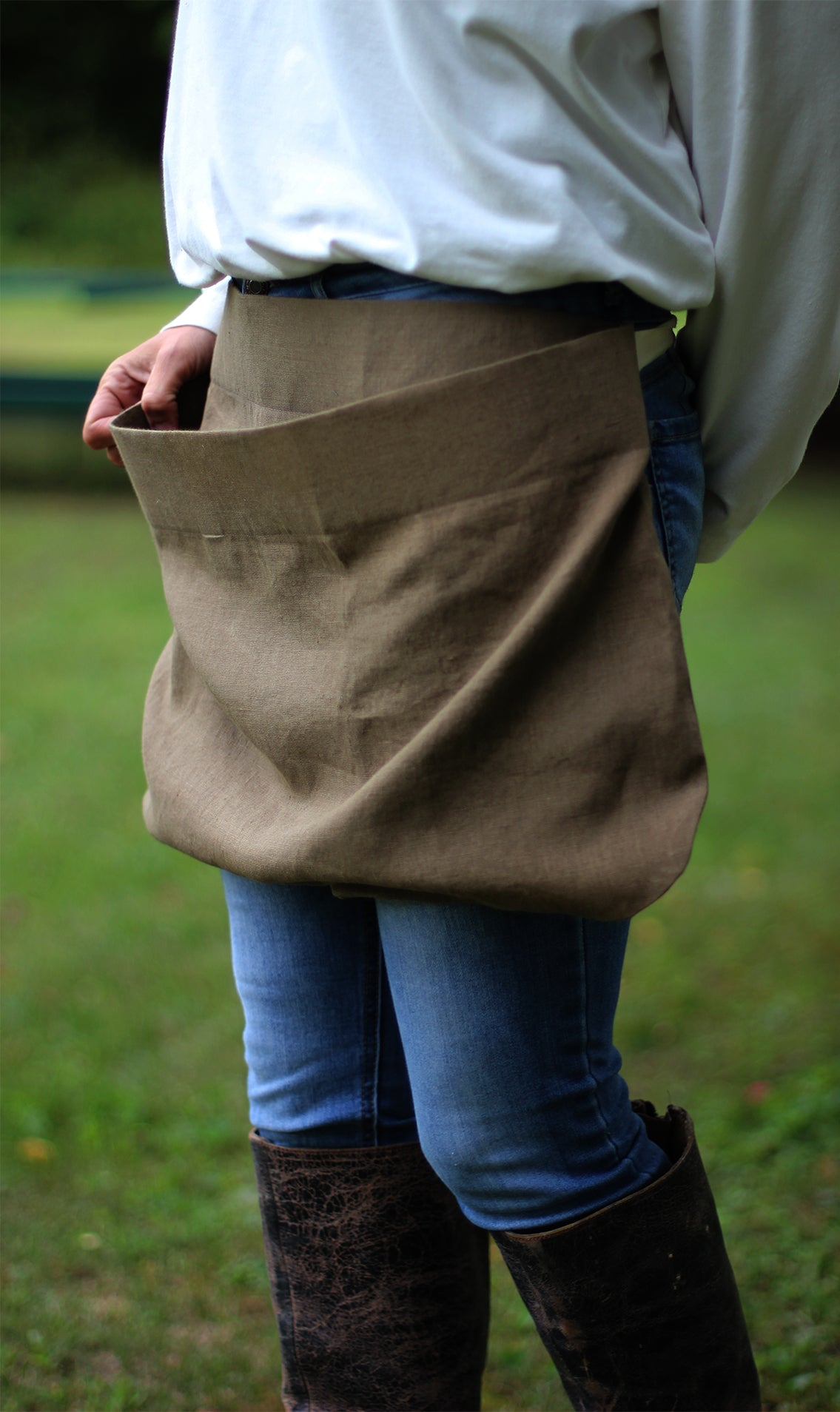 Pouch Apron in Olive Linen - Side View