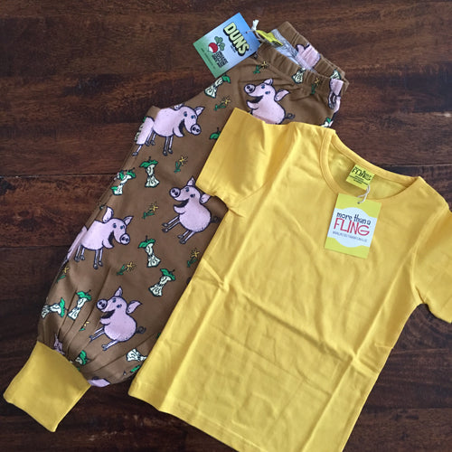 Kids fun clothing set with baggy pants with pigs and yellow t-shirt