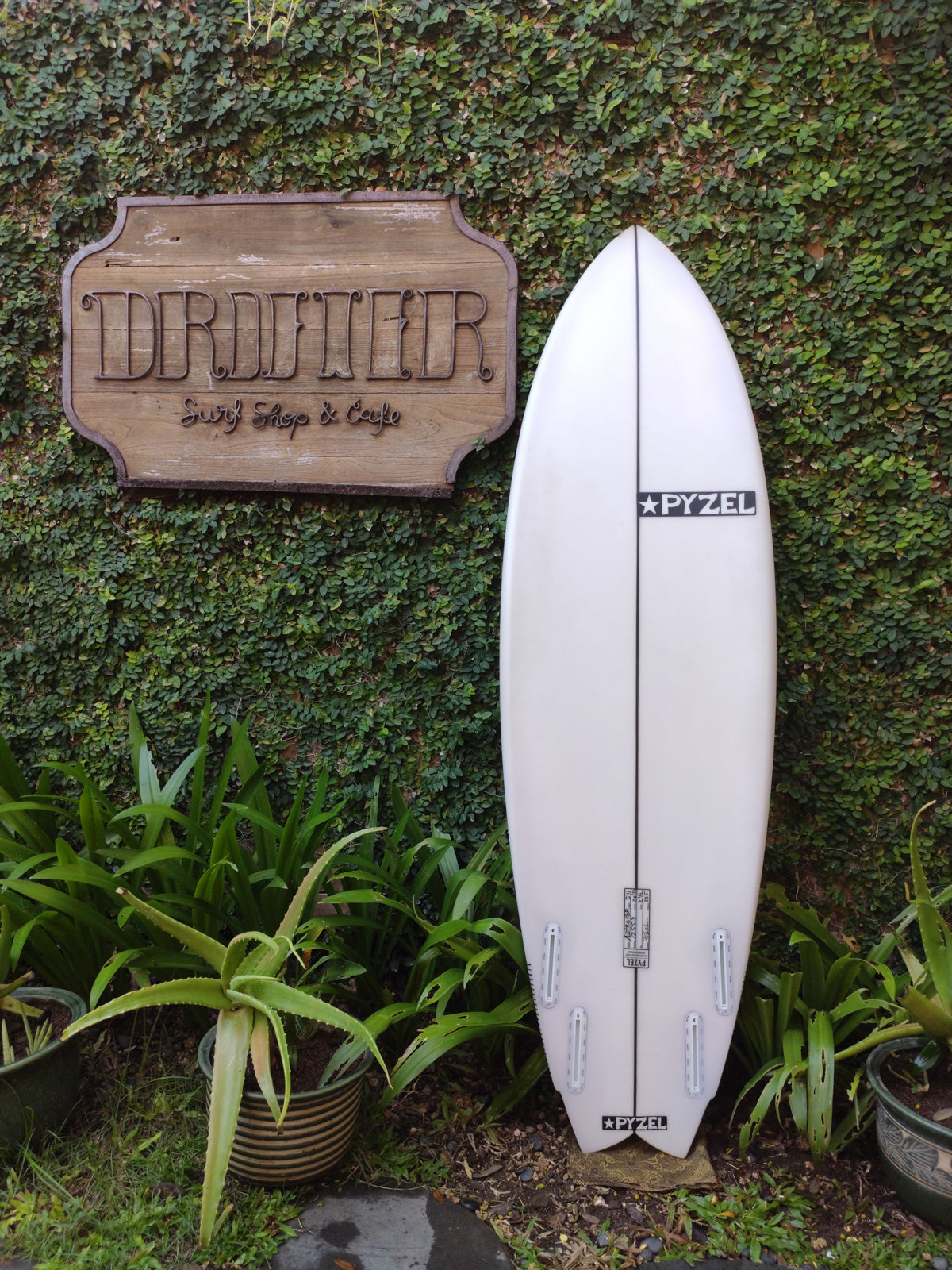"Pyzel Surfboards | Astro Pop Model 5'11"" Quad #17553"
