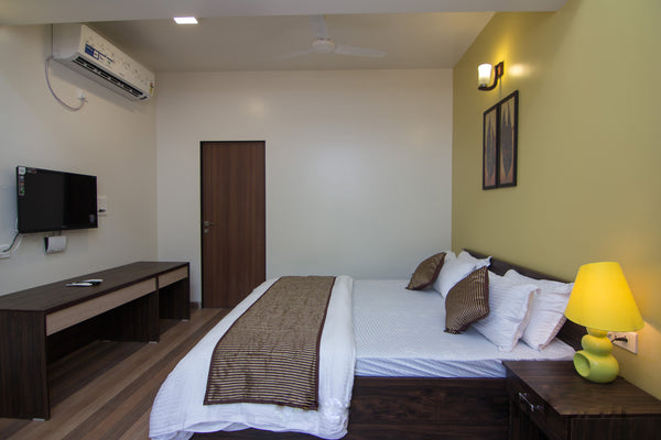Nagaon Beach (Alibaug) : Stay in AC Deluxe Room, Jet Ski Ride, Bumper Ride, Banana Ride, Welcome drink,breakfast & MORE!