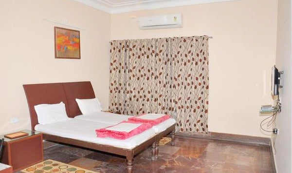 Lavasa: Stay in standard AC room, All meals & More!