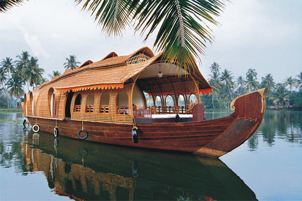 Kerala Honeymoon special (Leisurely 5N/6D): Stay in 3 Star Hotels + 2 Nights in Munnar + 2 Nights in Thekkady + 1Night stay in AC Deluxe Houseboat at Alleppey (Kerala Backwaters) & More!