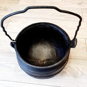 Large Cast iron Skillet Pot