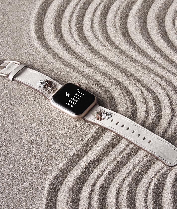The apple watch band with flowes Daisy on sand