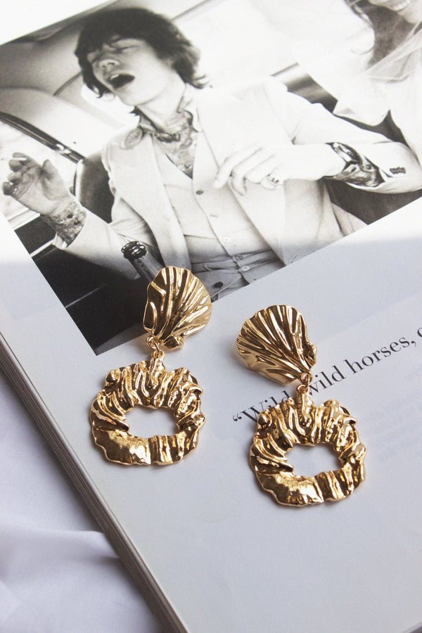 THE BEACH BABY GOLD SHELL EARRINGS - You.