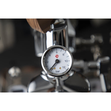 Lelit Bianca - Dual Boiler, PID, Switchable, Manual Pressure Profiling - Grouphead manometer detail - at Total Espresso