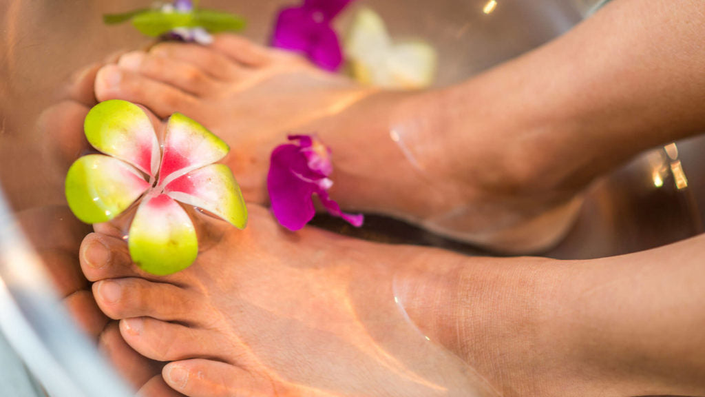 how to use essential oils for valentine's day foot soak