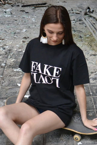 WL FAKE LOVE TEE