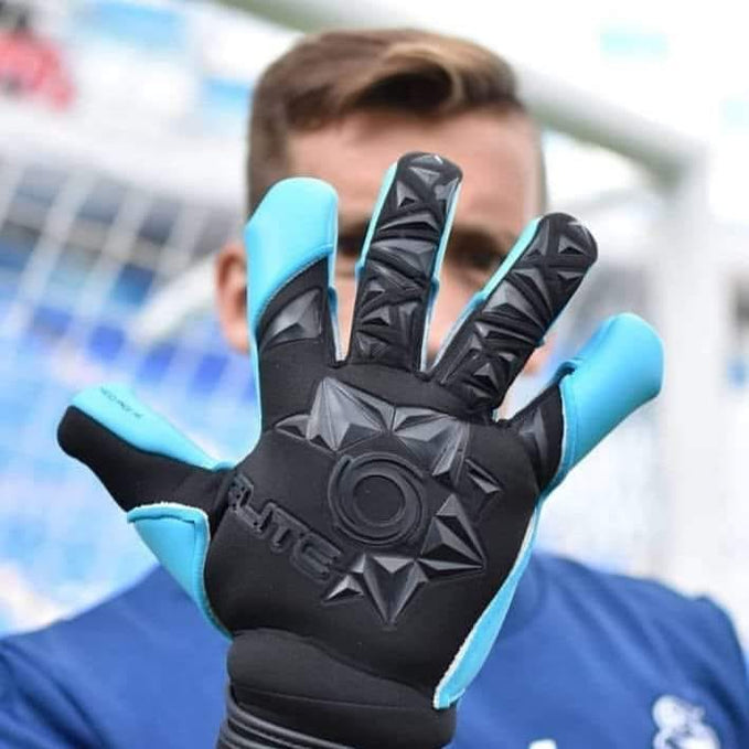 How to Choose the Right Size of Goalkeeper Gloves