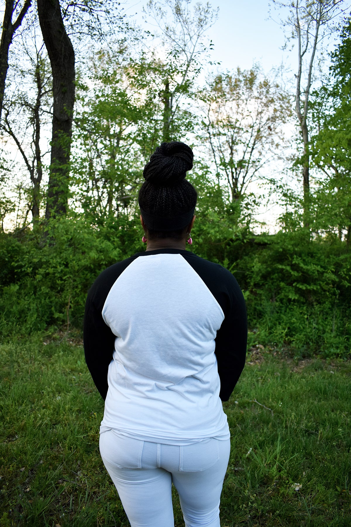 Female model wearing a baseball tee with a white body and black sleeves.
