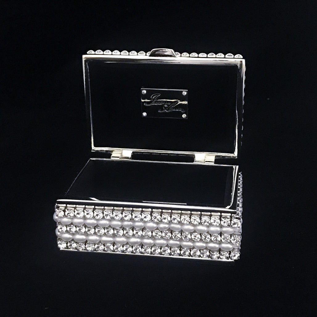 4 Pearl Setting Ring Box Featuring Swarovski © Crystals