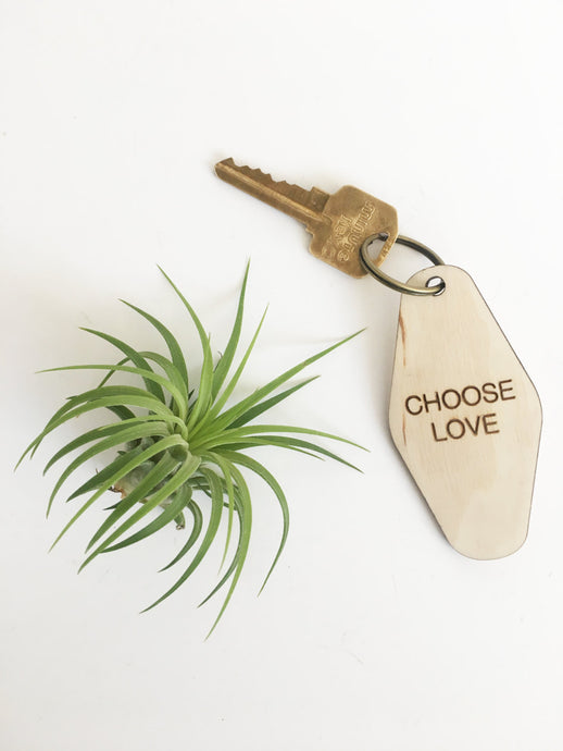 retro key fob >> wooden key chain >> choose love