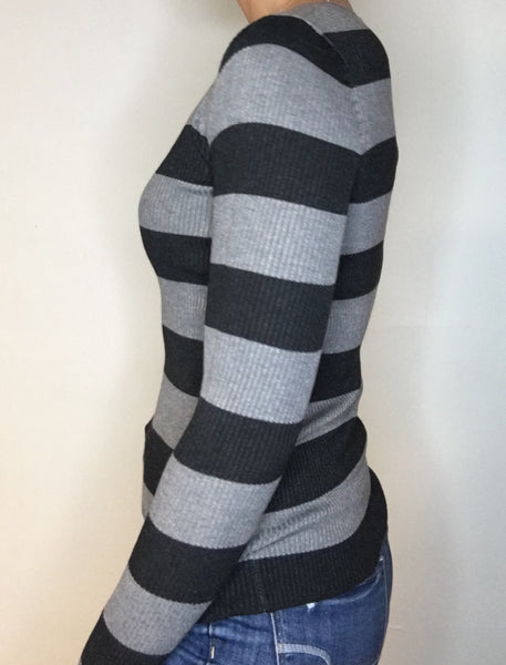 Bold Stripe Fitted Vneck Top
