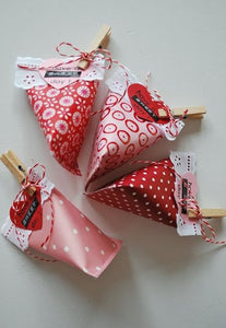 Valentine paper treat favors for party favors or Valentine place cards made with pattern paper and red cardstock