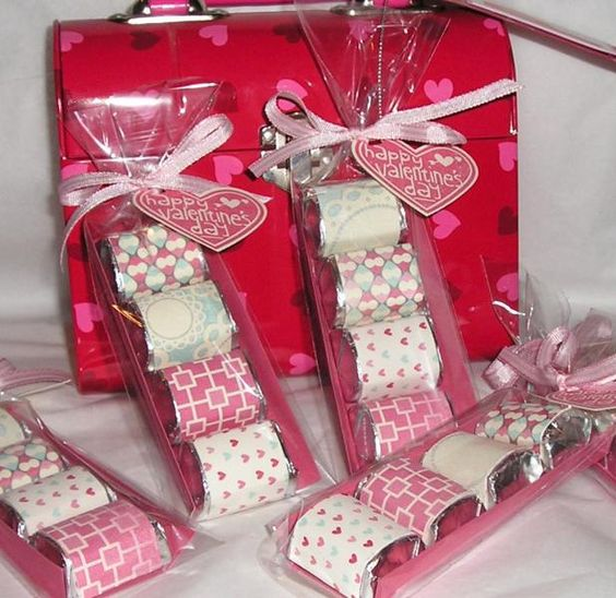Mini candy bars wrapped in Valentine paper gift