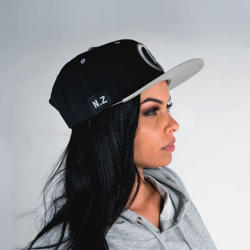 BASEBALL FLAT BRIM BLACK AND SILVER