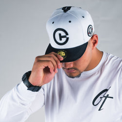 BASEBALL FLAT BRIM WHITE AND BLACK
