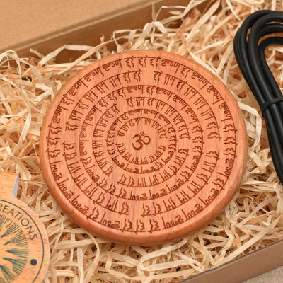 OM WHEEL Wood Wireless Phone Charger 10W QI Charging Pad Custom Engraved - litha-creations-france