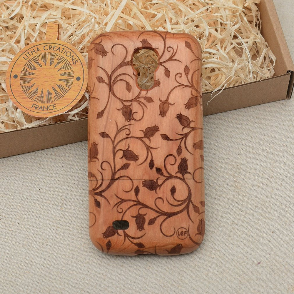 Floral ROSE BUDS Wood Phone Case - litha-creations-france
