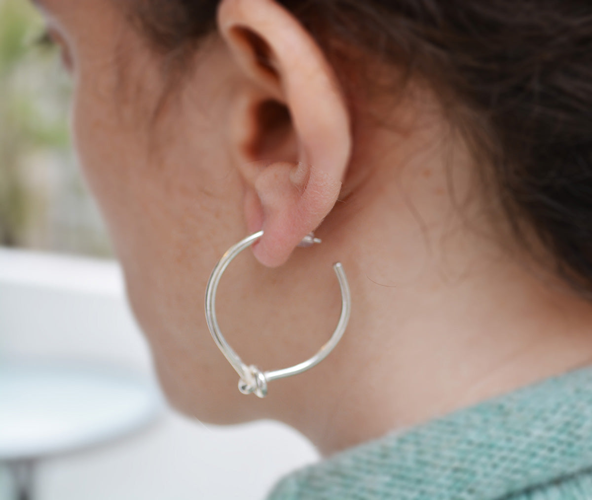 Knotted Hoops