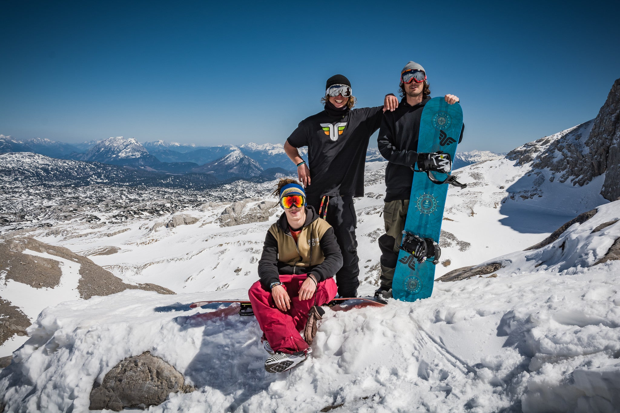 Thrive Team - Snowboarders - Photo: Wolf Wieser