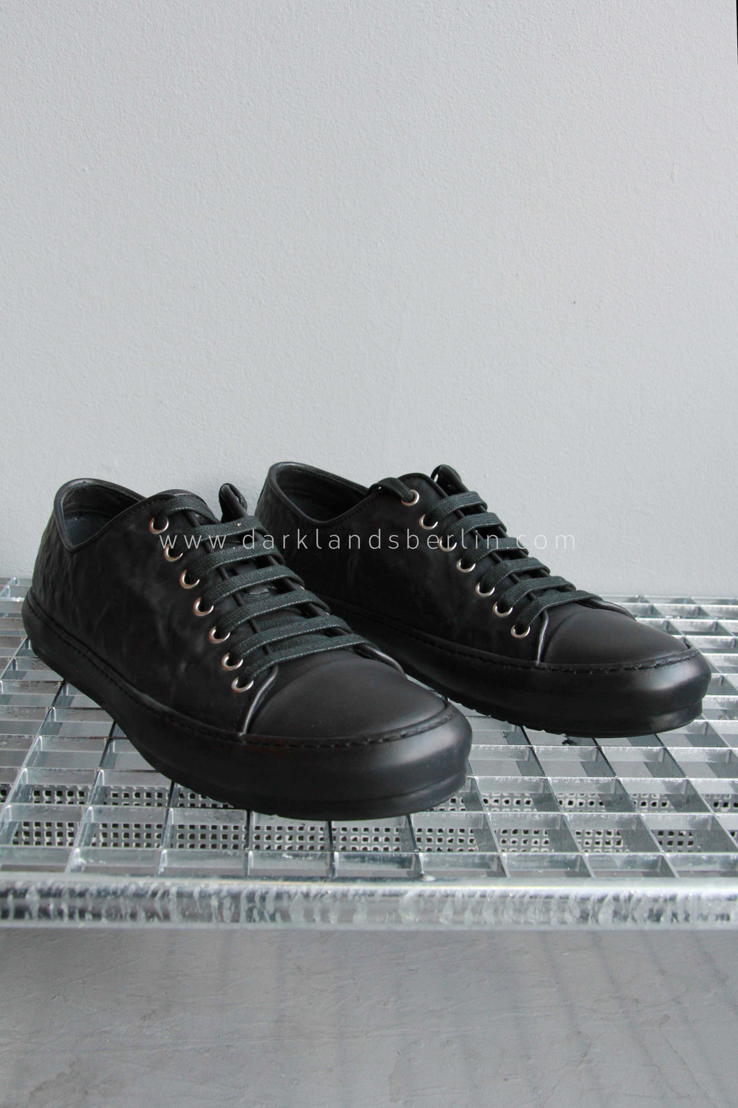 Both Crinkled Rubber Low-Top, Black