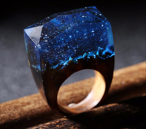 Snow-Covered Dark Blue Landscape in 'Magical World' Ring