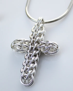 Persian chainmaille cross pendant – medium