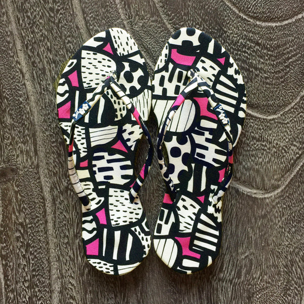 Chose Chic Kawaii Abstract Print Flat Flop Shoes Black and White