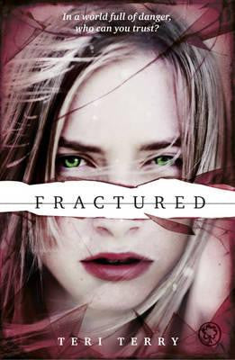 Fractured - Signed Copy, by Teri Terry 9781408319482