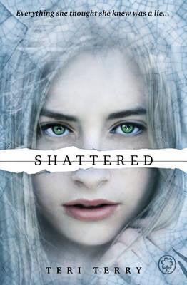 Shattered - Signed Copy, by Teri Terry 9781408319505