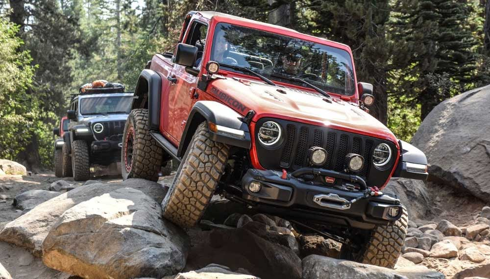 jeep driving rubicon trail lake tahoe