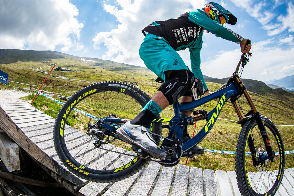 All Downhill For The Pivot Dh Team Carbon Wheels