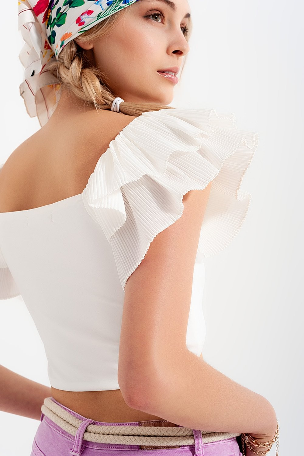Ruched Crop Top With Volume Sleeve in White