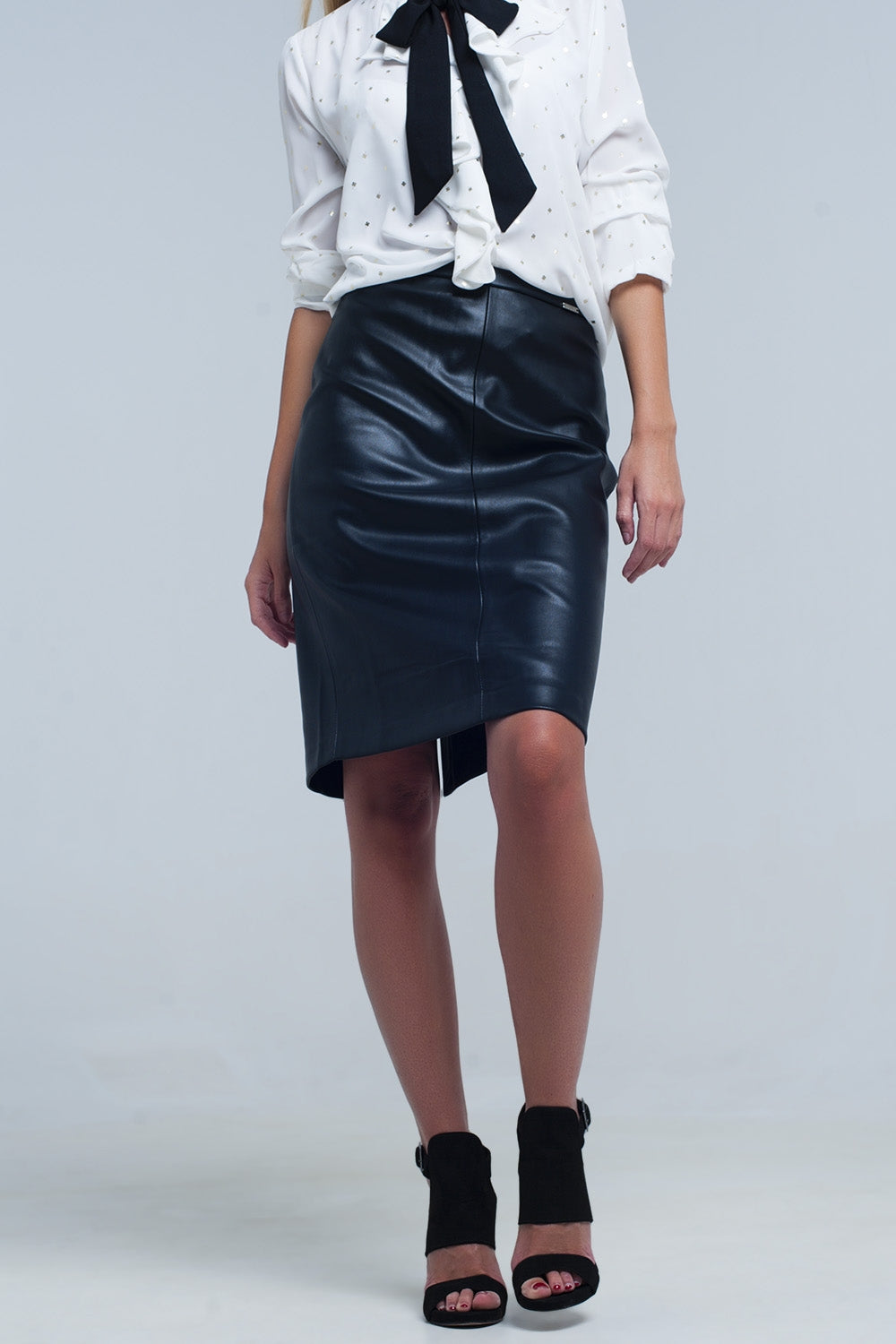 Q2 Black midi straight faux leather skirt