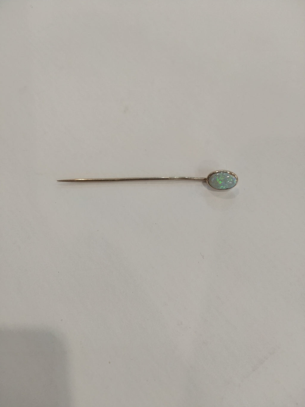 1.03g 10K yellow gold pin with 6.5mm x 9.5 mm oval Opal