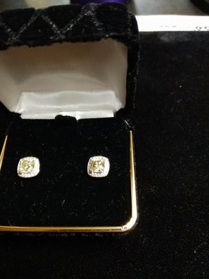 4.08g 18K white gold 2x.86ct VS light yellow.36.36 .36cttw melee diamond studd earrings