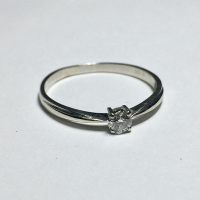1.7g 18k White Gold .12ct SI2 J Diamond Ring