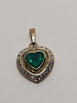 5.8 g 18K Yellow gold with 0.88 cttw diamonds and  Synthetic Emerald heart shaped pendant