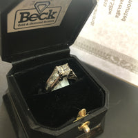 18K 1.03ct Princess Canadian SI1 F