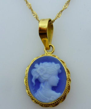 2.91g 18K yellow gold cameo pendant and chain