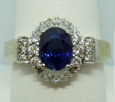 Ring 6.38g 18K 1.75ct Blue Sapphire, heat treated vB7/3 0.50cttw melee