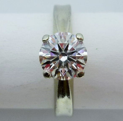Ring 5.18g 19K white gold 1.101ct Round brilliant cut diamond SI 1 F AGS certificate Ideal cut