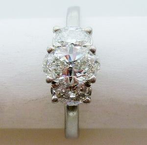 Ring 6.43g Platinum  0.87ct SI2 F Oval  IGI 6567310  2 x 0.30ct SI F-G Oval