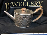 Georgian Sterling silver teapot circa 1782 / William Plummer silversmith