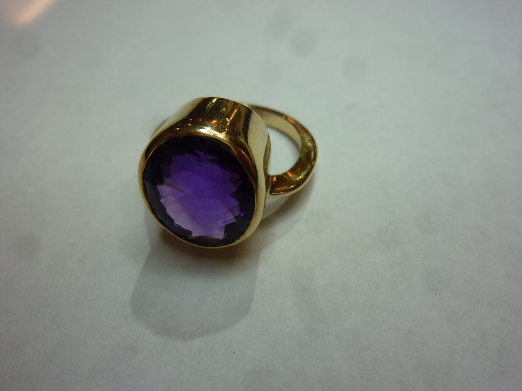 7.7g 10k Gold Ring w/ Amethyst