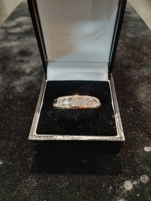 7.565g 10K Mens Yellow gold band  with 5 SI2 G-H diamonds 1.102cttw