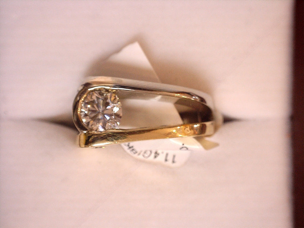Ring  11.4G 18K Gold .98ct  Feature Diamond