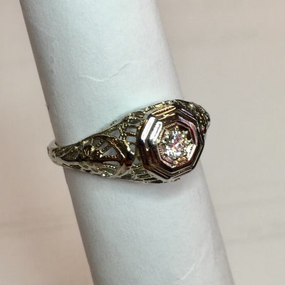 2.5g 18k White Gold Antique Ring